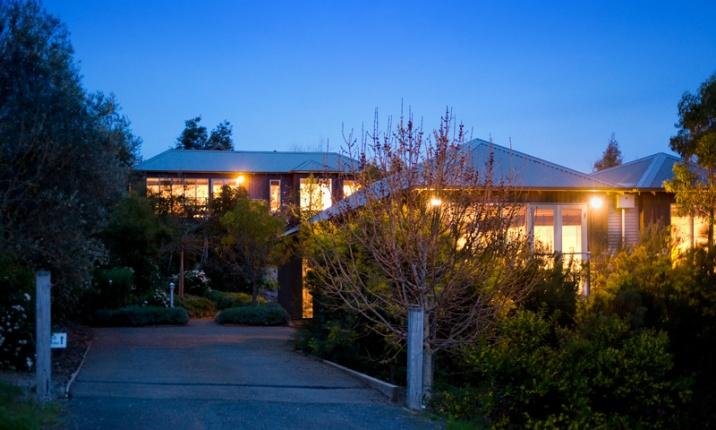 Daylesford Accommodation Escapes - Queensberry Springs Villa 1