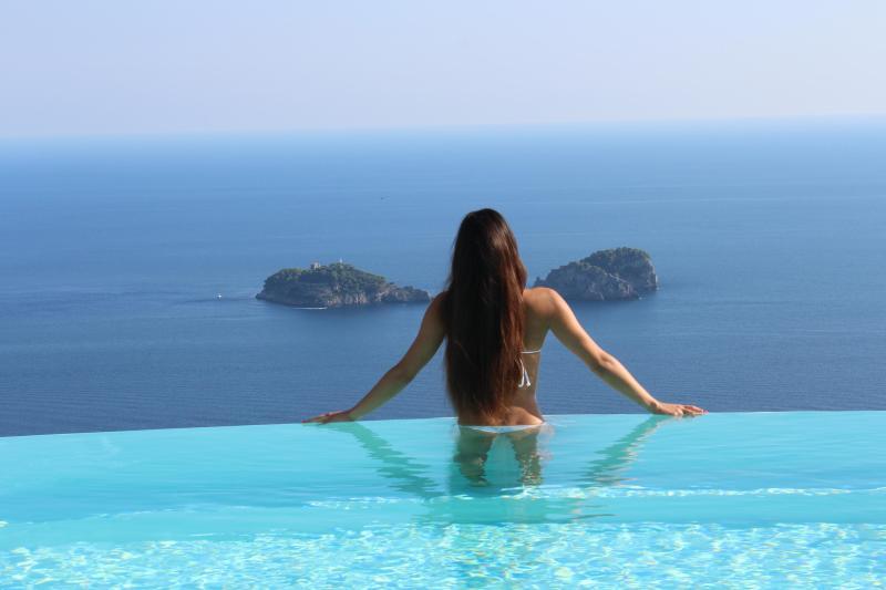 Villa Miragalli infinity pool on Amalfi coast and Li Galli Isles