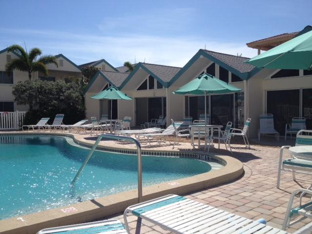 Coconuts Poolside Unit 104, vacation rental in Holmes Beach