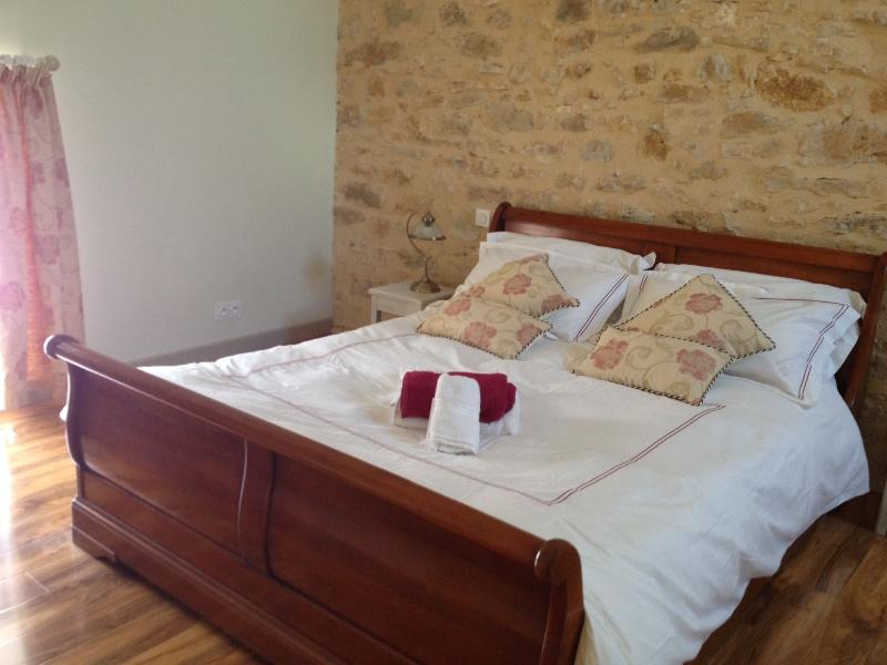 La Vieille Grange Newly Converted Barn, holiday rental in Saint Pompon