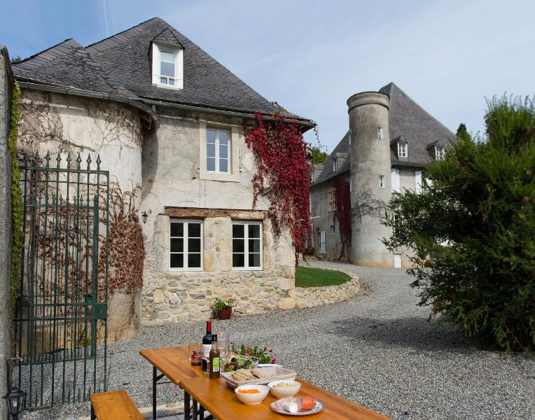 4 Star Holiday Gite in Chateau Grounds – semesterbostad i Ariege