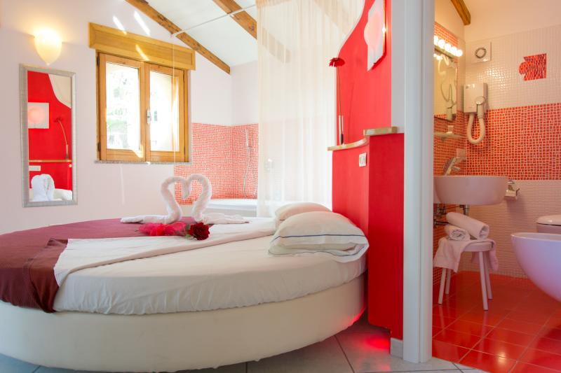The room de luxe red rose
