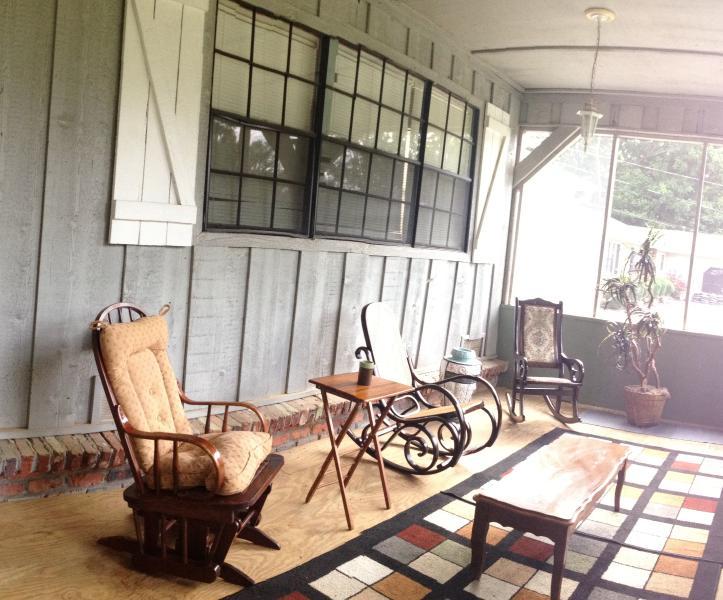 Détendez-vous sur le porche examiné au chalet parfait