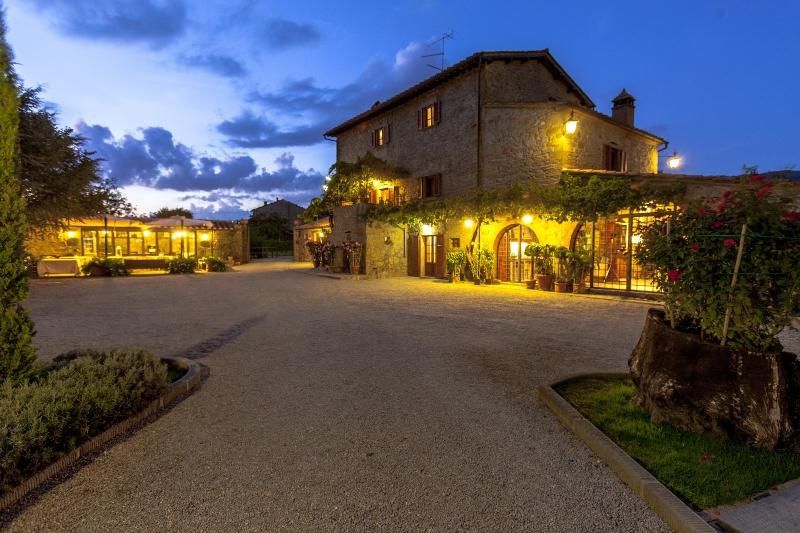 Villa at the Foot of Cortona in Tuscany, Ferienwohnung in Cortona