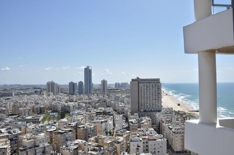 Modern 3-bedroom apt on 20th floor Yoseftal 3, location de vacances à Bat Yam