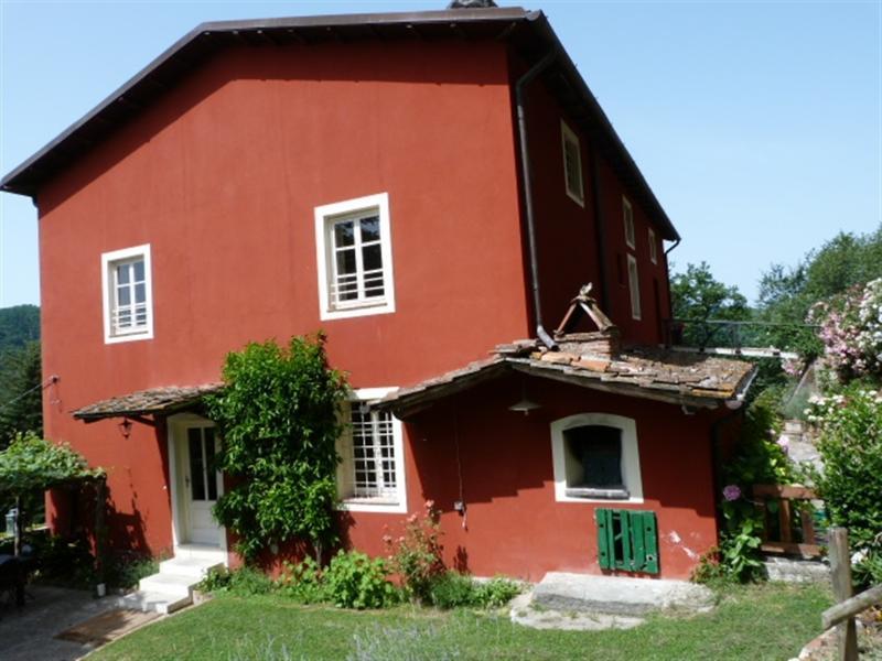 RELAX & PRIVACY IN 1700 FARMHOUSE (casa di toto lucca ), holiday rental in Gugliano