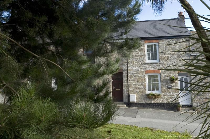 Sorgente a Cosy and Contemporary Cornish Holiday Cottage near Falmouth, holiday rental in Come to Good