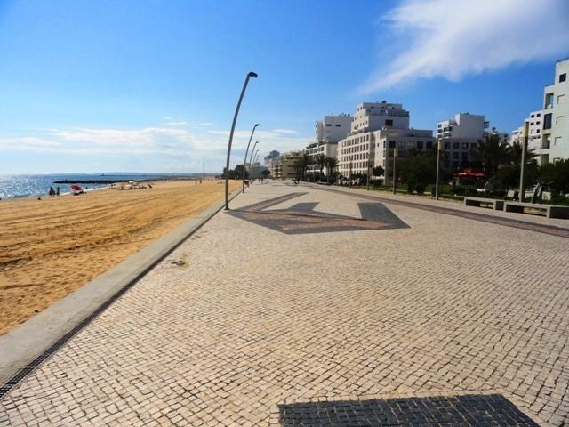 La plage locale et Prom