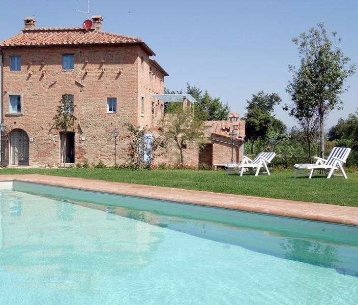 Il Casone, magnificent verdant Villa in Tuscany, vacation rental in Montecchio della Pozzanghera