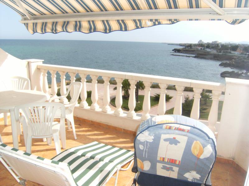 APARTAMENTO CELIA - APART. CON PISCINA FRENTE AL MAR 4 PERSONAS 100M. PLAYA, holiday rental in Vinaros