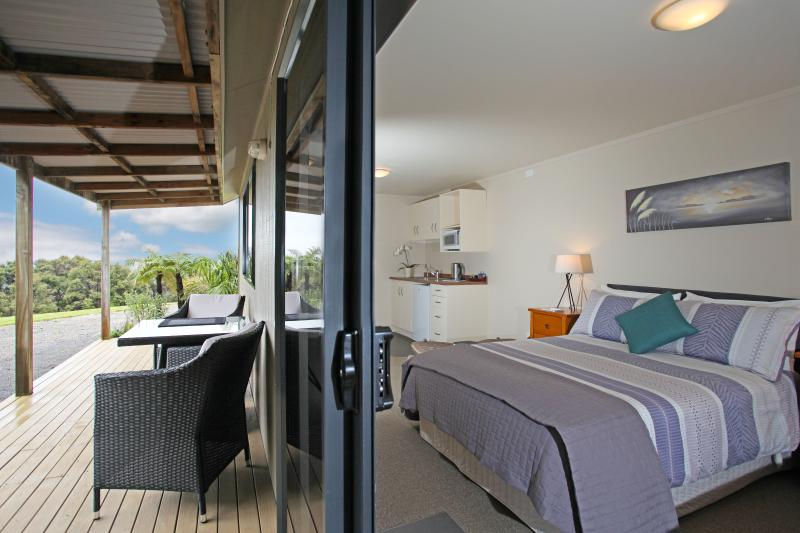 Auckland Country Cottages - Tui Cottage, casa vacanza a Clevedon