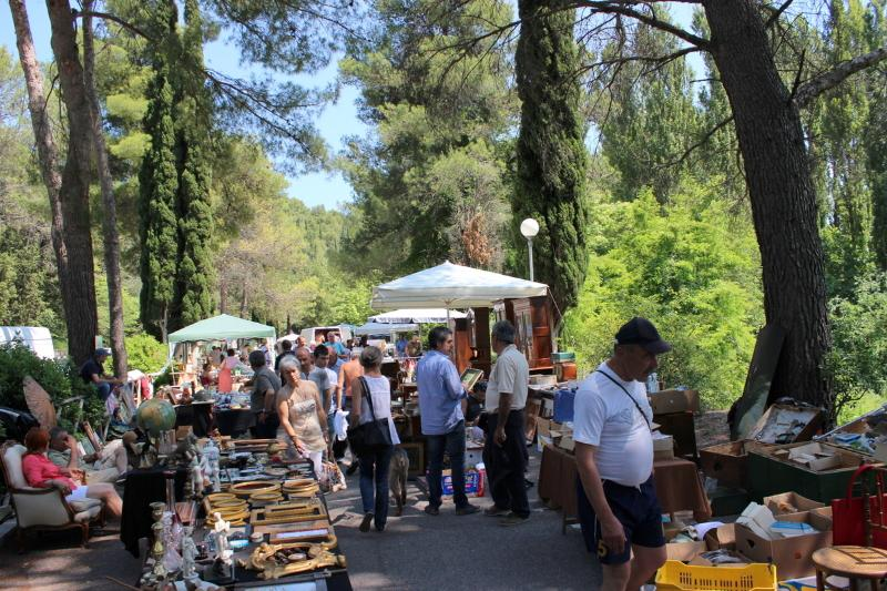 Visit one of the many antiques markets - a favourite Umbrian pastime