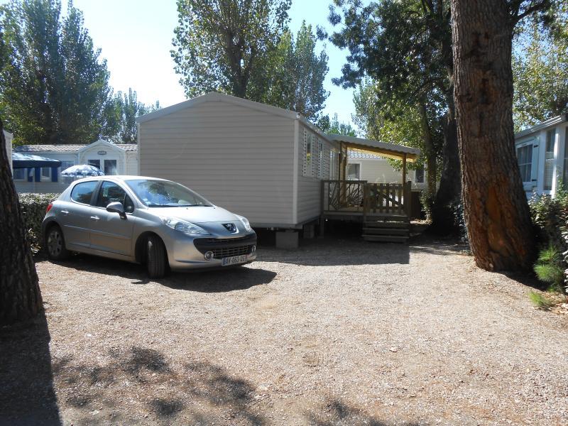 MOBILHOME NEUF CLIMATISE CAMPING LA CARABASSE 4*, location de vacances à Vias