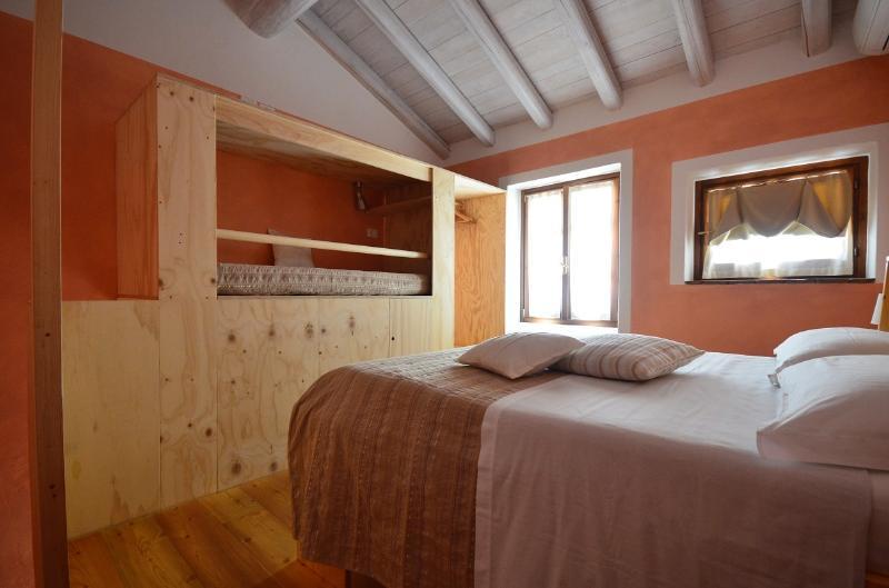 Home of Mìnola-sleeping room Nora
