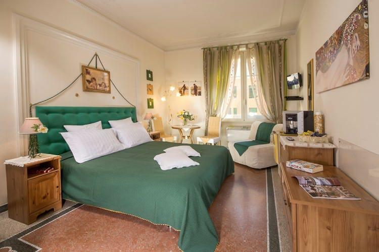 Tiglio room with private bathroom.  Occupancy 2/3 people