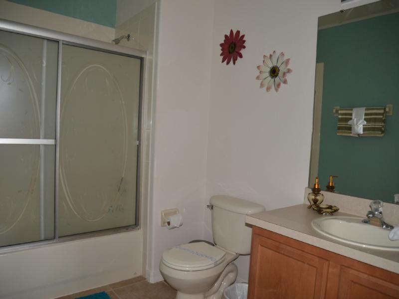 salle de bains principale de la suite parentale, au 2ème étage