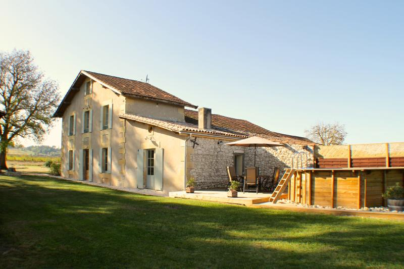 Vineyard Farmhouse - Bergerac Wine Country - views, own pool, wifi, games-room, holiday rental in Bergerac City