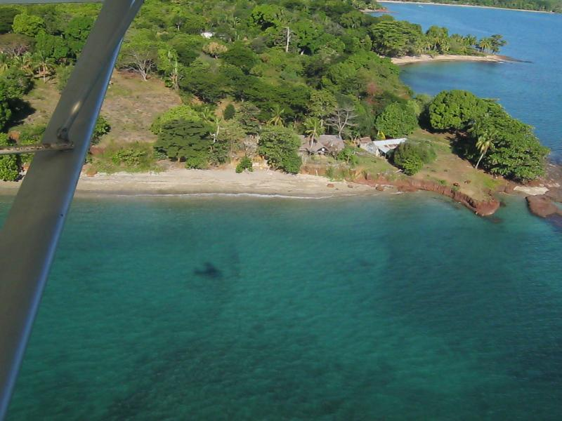 Ver Casa y ecolodge Doudou de un avión