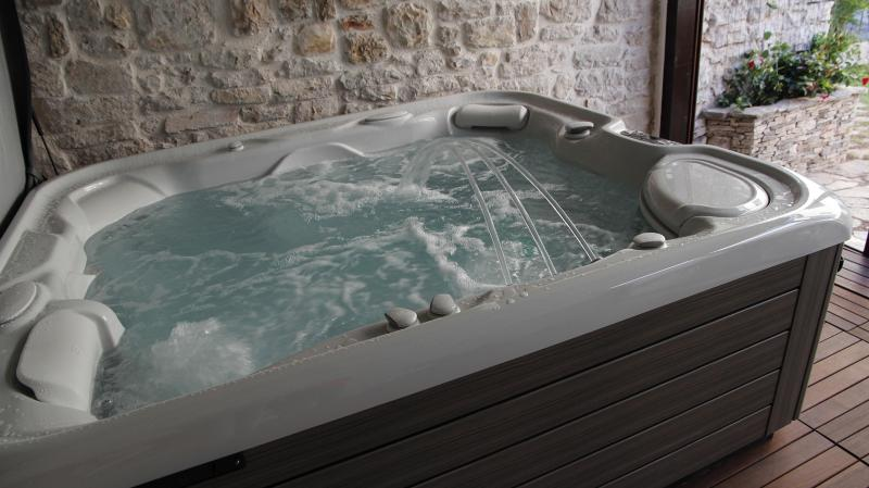 Authentic Dalmatian Stone House with Spa, vacation rental in Sibenik