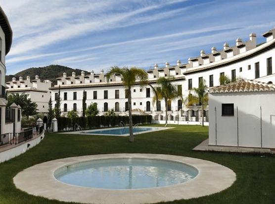 Duplex apartment bella with shared pools, holiday rental in Velez de Benaudalla