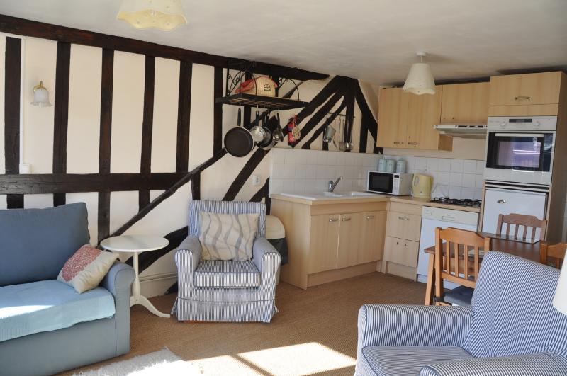 seating/kitchen area