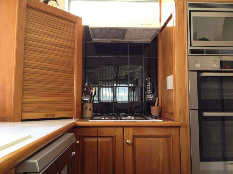 Gas hobs, electric ovens