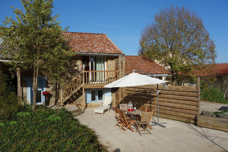 La Rose 5 persons Holiday Cottage, vacation rental in Saint-Julien-le-Petit