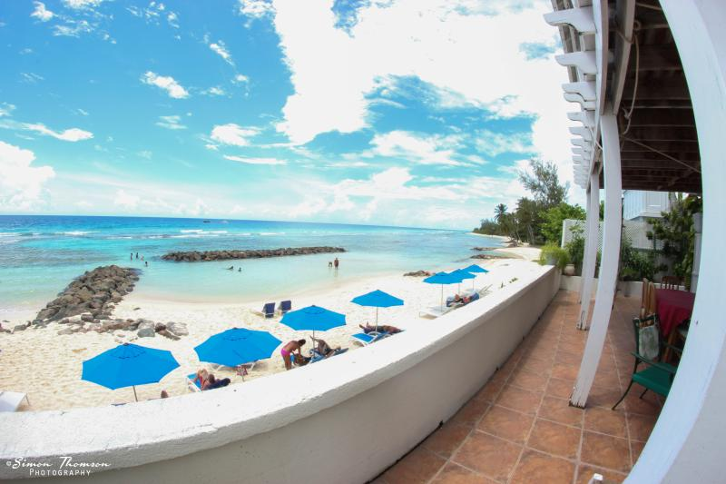 1 bedroom beachfront apartment in Barbados, vacation rental in Hastings