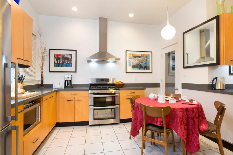 Designer Kitchen with Stone Counter-Tops and Stainless Steel Appliances. Double Oven. Eat-In Kitchen