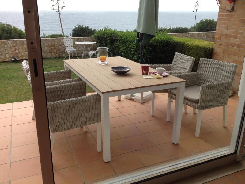Notre dininggroup de newoutside est de haute qualité et très confortable...