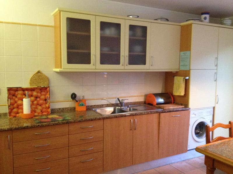 La cuisine - jaune avec orange Détails