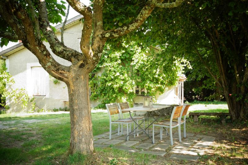 Le Narcisse 3 persons Holiday Cottage, holiday rental in Sainte-Anne-Saint-Priest
