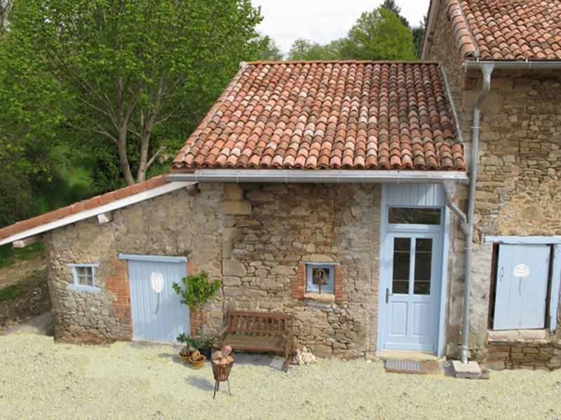 La Tulipe 2 persons Holiday Cottage, holiday rental in Masleon