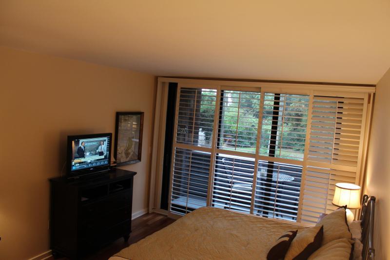 Grote slaapkamer met flat screen