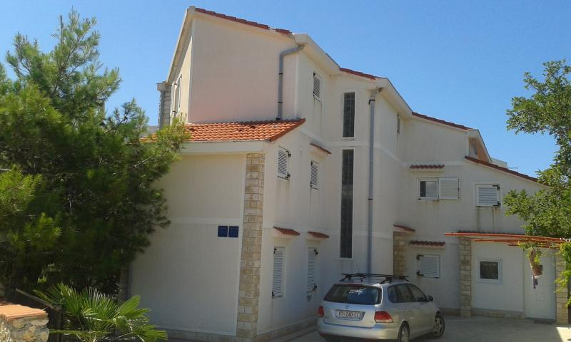 Apartment #3 in Gajac, Close to Zrće Beach, holiday rental in Gajac