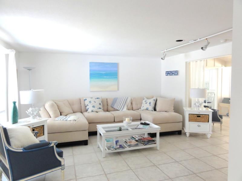 Charming Lido Key Beach House 5 min Walk to Beach!, holiday rental in Sarasota