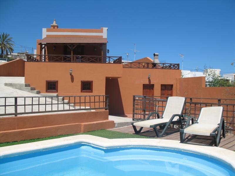 casa con piscina privada y vistas al mar en Tenerife Sur