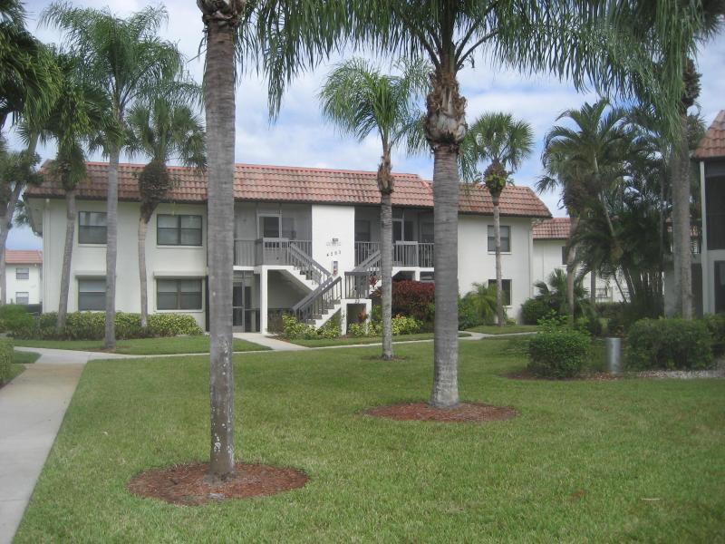 Condo for Rent in Beautiful Naples, Fl, 55+ commun, holiday rental in Naples
