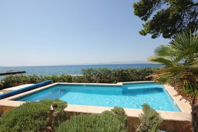Beachfront villa with private, heated pool and amazing sea views-Villa Rosemary, vacation rental in Supetar