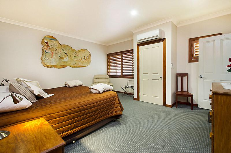 King bedroom air conditioned Jacuzzi House