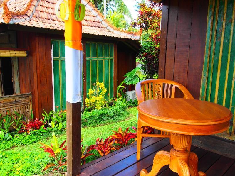 Balkon mit Blick auf Gärten und tropischen Teiche