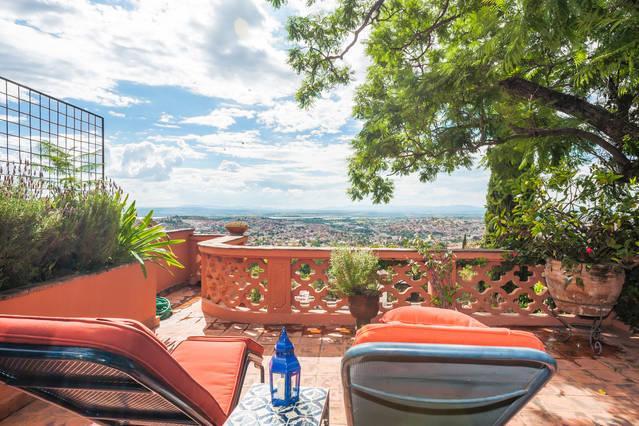 Casita Ruby - Centro with a Million Dollar View, location de vacances à San Miguel de Allende