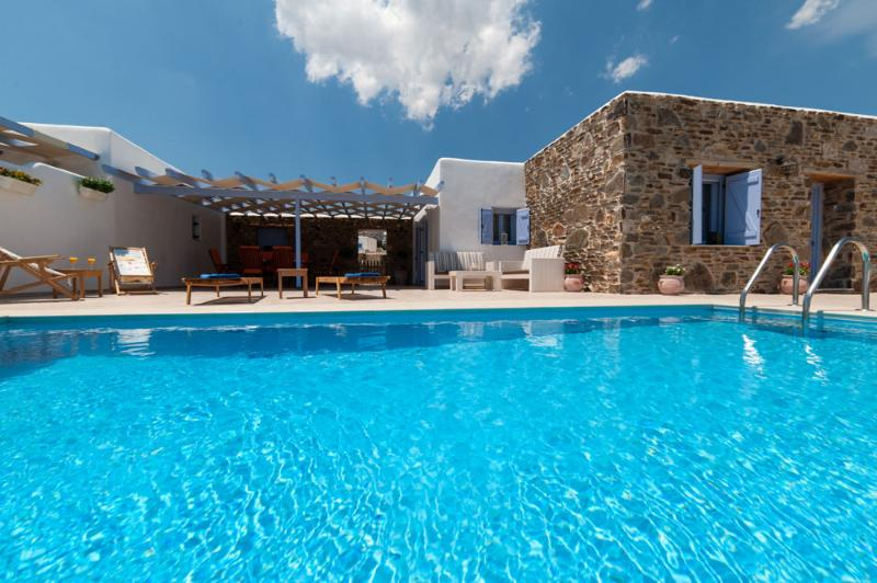 Silver Coast Villa 2 with private pool, just 400 m from Golden beach, vacation rental in Nea Chryssi Akti