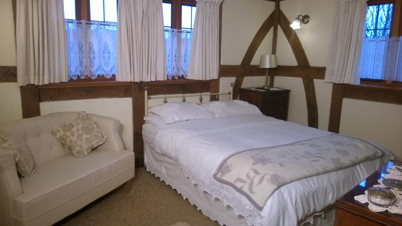 GROUND FLOOR KING SIZE BEDROOM WITH SLIPPER BATH EN SUITE