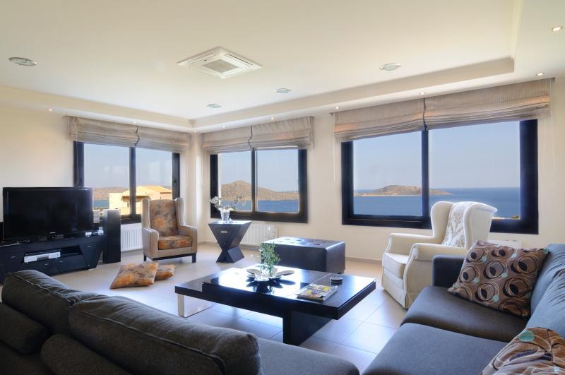 Villa Panorama with Sea View, alquiler vacacional en Elounda