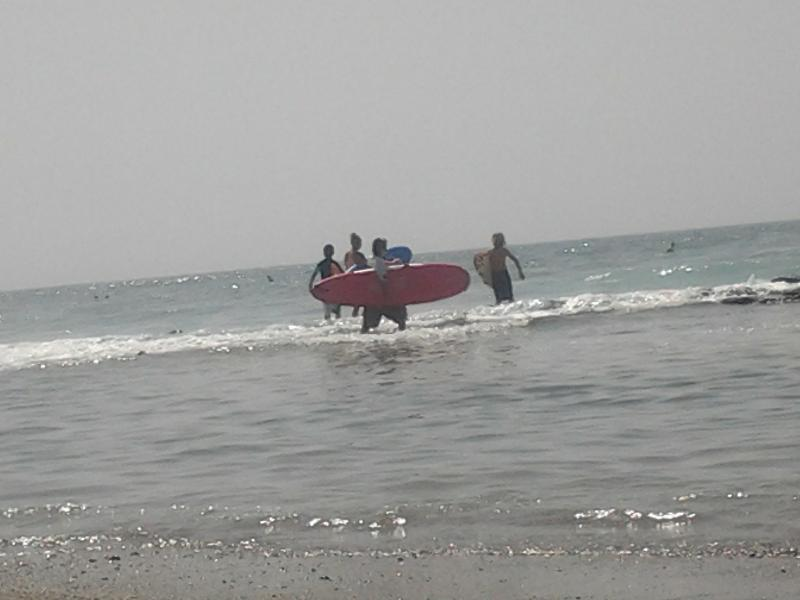 take a class of surf, Cerca de la home