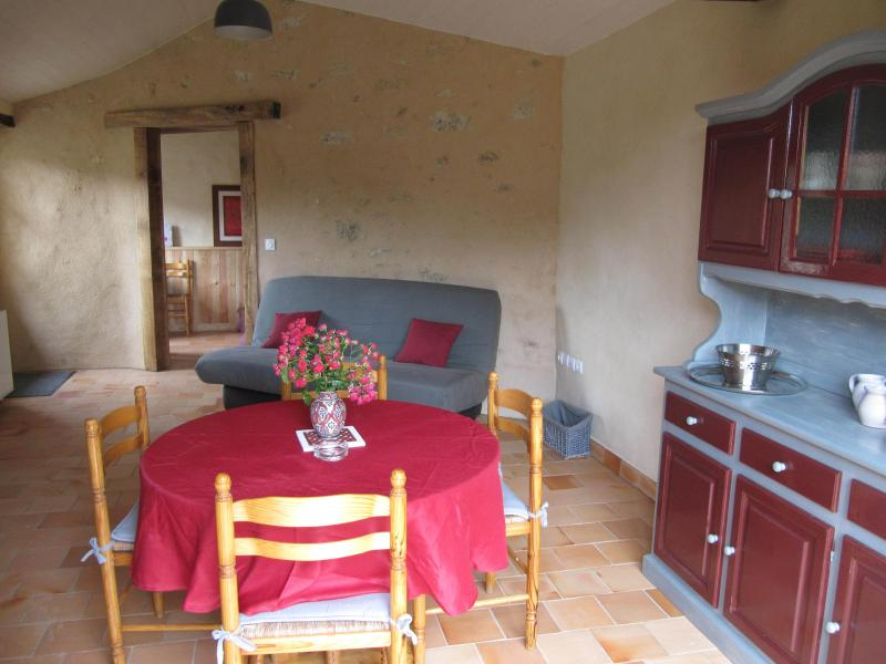 Gîte la Cabrette, holiday rental in Saint-Aubin-le-Cloud