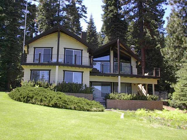 Cauwet - Country Club LAKEFRONT with Back Lawn, Dock & Buoy, holiday rental in Westwood