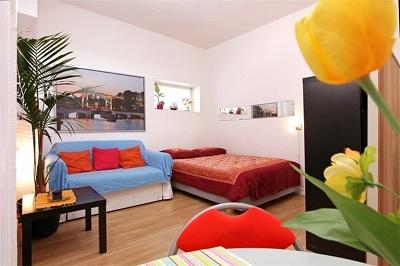 Very bright, warm & private 2 rooms apartment B&B in Flower market / Spui / area, holiday rental in Amsterdam