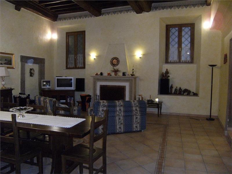 Appartamento signorile in palazzo storico ann 1400, holiday rental in Bellegra
